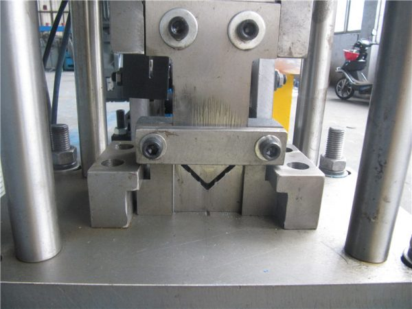 V-shaped roller forming machine price